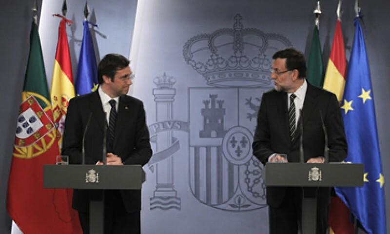 Pedro Passos –izq- y Mariano Rajoy –der- hicieron el llamado a la Unión Europea. (Foto: AP)