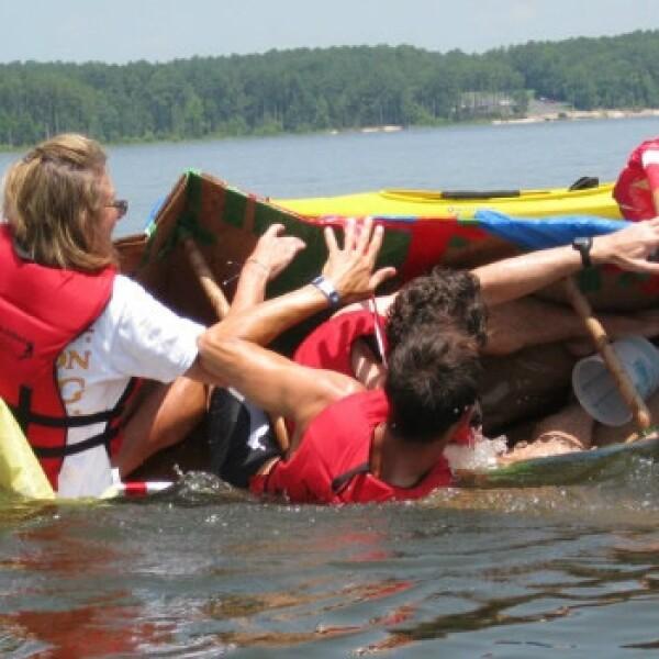 retiros laborales extremos oficina trabajo navegar bote remar kayak
