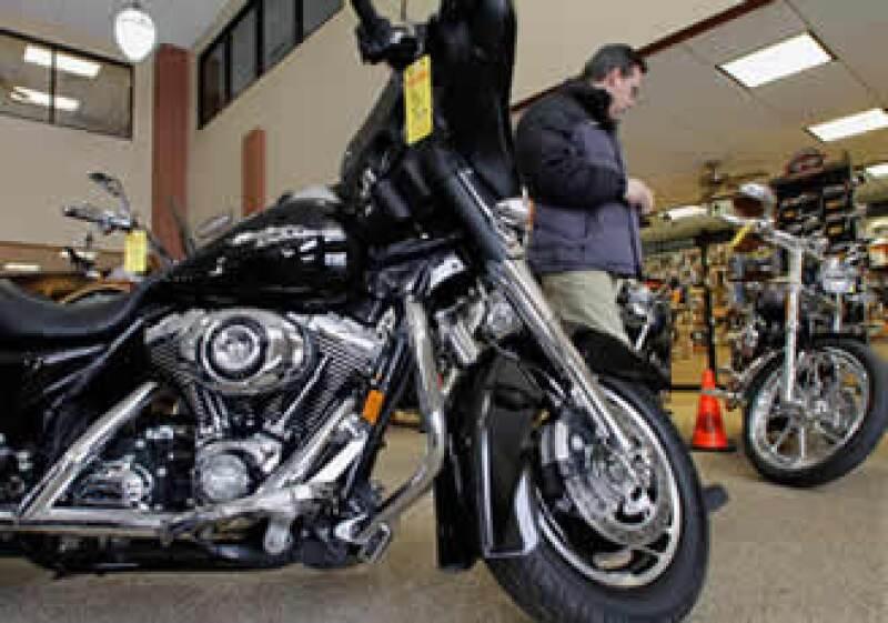 Harley-Davidson anunció que aumentaría los envíos de vehículos en 2011, anticipándose a ventas minoristas más firmes. (Foto: AP)