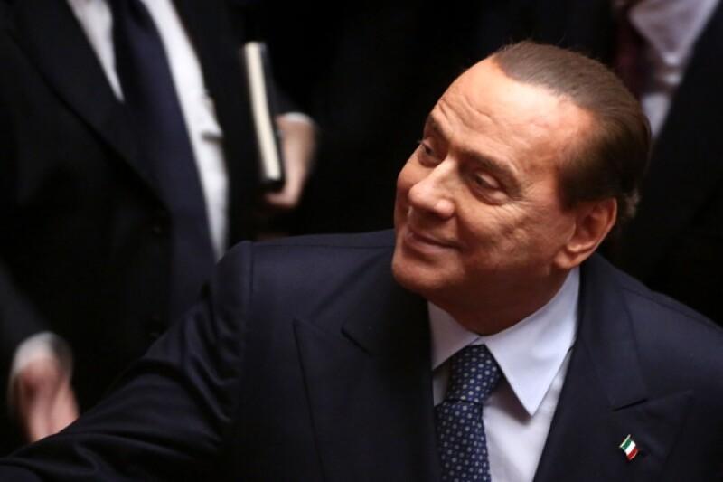 El ex Primer Ministro Italiano fue incluso condenado a años de cárcel por evasión fiscal, sentencia que revocó por influencias políticas.