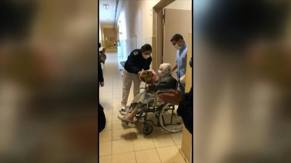 Una mujer de 101 años supera al COVID-19 y es dada de alta(Obligatorio)