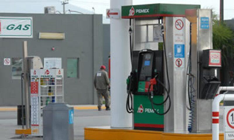 Pemex decidió abrir las estaciones de servicio en una ciudad con gran comunidad latina.  (Foto: Notimex)