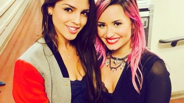 La actriz posó para la foto del recuerdo junto a Demi Lovato.