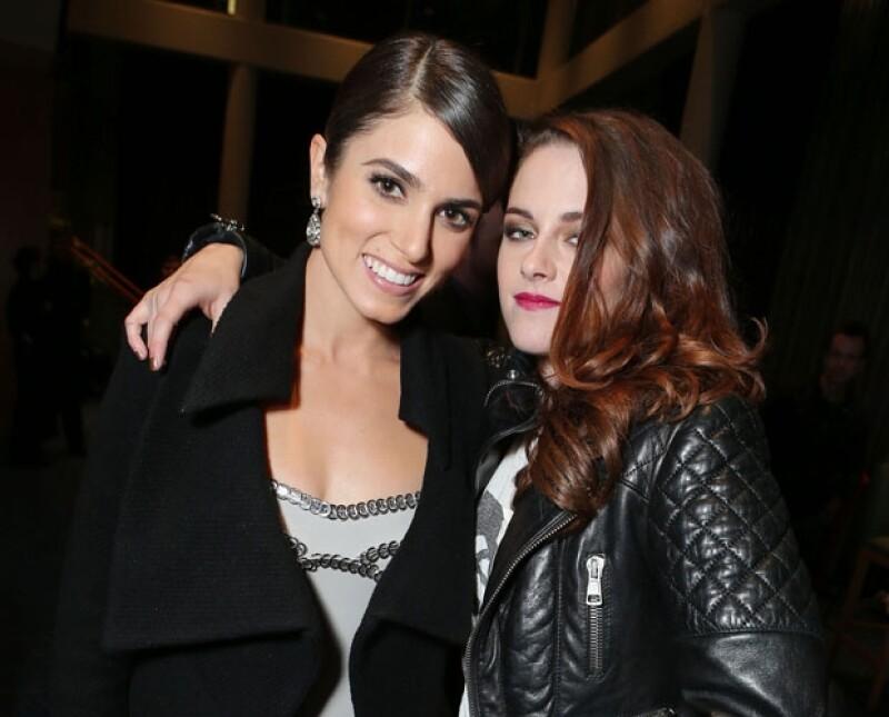 Nikki Reed y Kristen Stewart son muy amigas fuera del set en el que ` Rosalie ´ odiaba a ` Bella ´ porque pensaba que era una intrusa en su vampiresca familia.