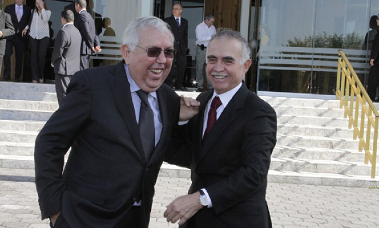 Fernando Turner (lentes) y Alfonso Romo llegaron a la despedida.