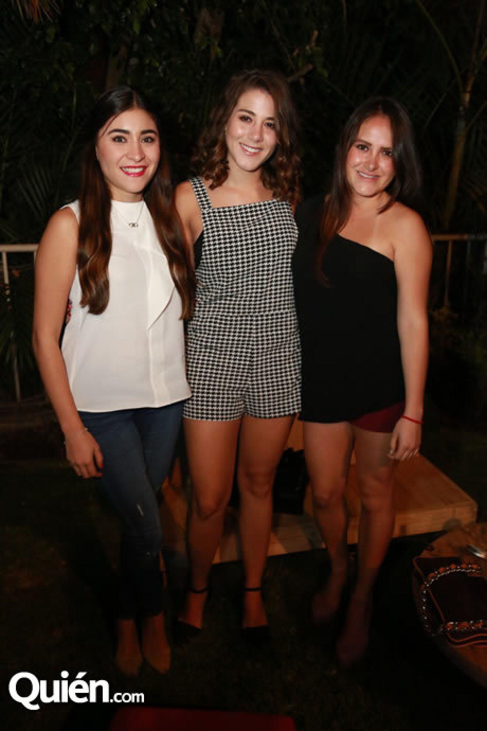 Adriana Escalera,Eli Cantarero y Mariel Flores