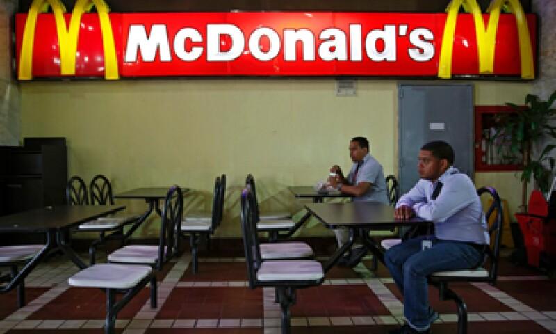 En uno de los locales se observó menos de diez personas a la hora del almuerzo. (Foto: Reuters)
