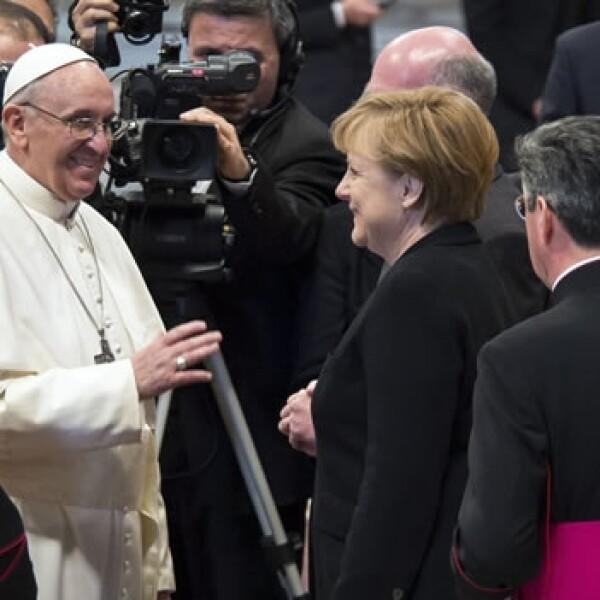 Dignatarios asisten a la misa de inicio de pontificado