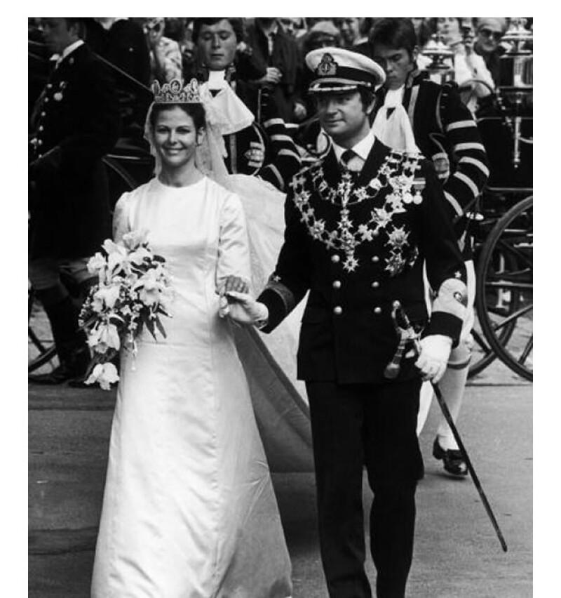 La Reina Silvia eligió un Christian Dior, diseñador extranjero, para el día de su boda.