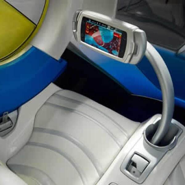Es un vehículo eléctrico de dos asientos diseñado para aliviar las preocupaciones originadas por la congestión del tráfico.