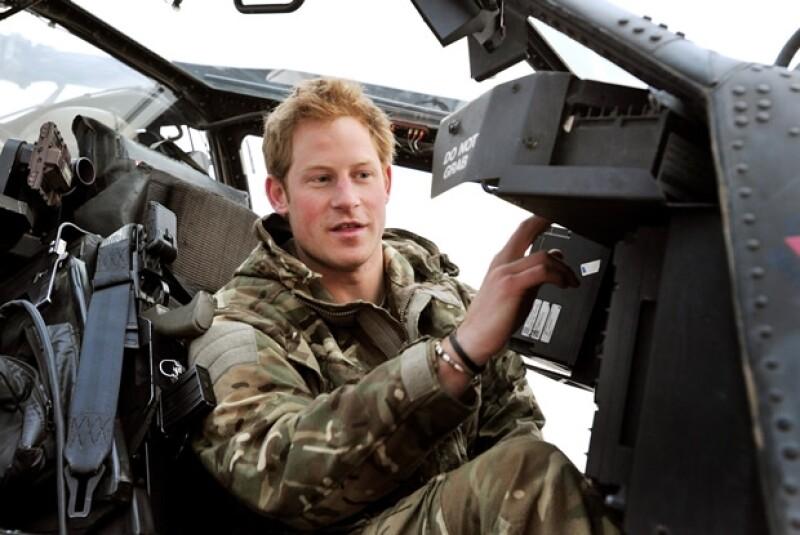 Enrique es piloto de un helicóptero Apache en el Cuerpo Aéreo del Ejército.