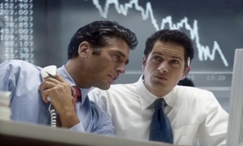 Los inversores están llevándose su efectivo del mercado de renta fija: expertos. (Foto: iStock by Getty Images)