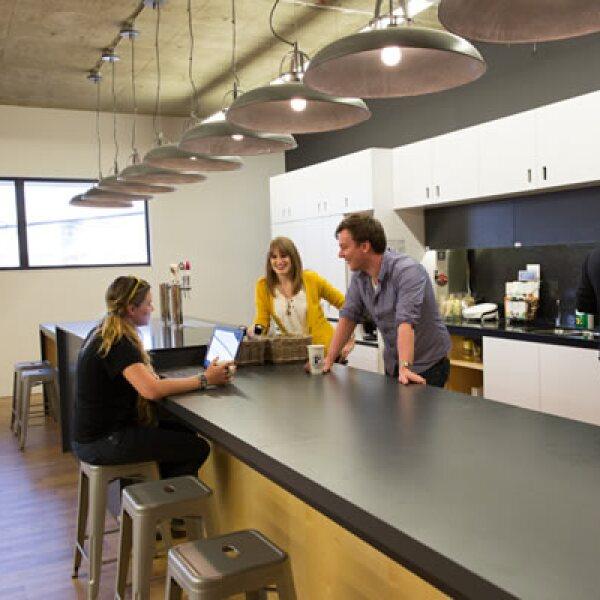 Juntas, reuniones o trabajar puede suceder en la barra de la cafetería