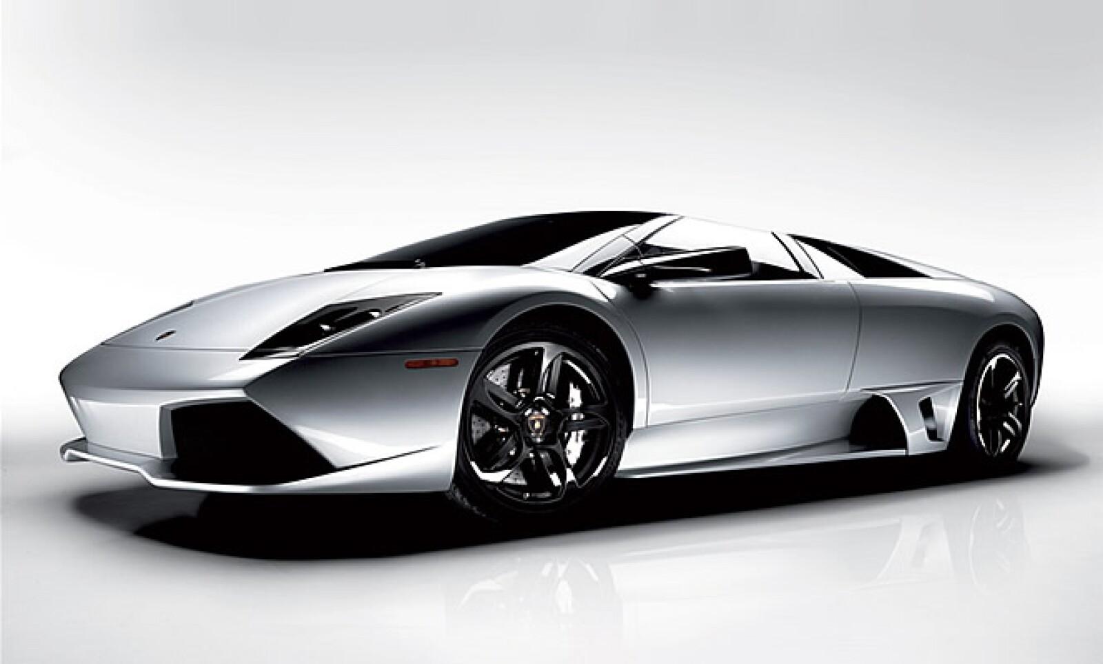 Esta variante del modelo anterior, le permite superar la barrera de los 340 km/h y alcanza los 100 km/h en 3.4 segundos. Además de un motor con más potencia, el deportivo lleva en su material carbono y acero, para hacerlo más ligero.