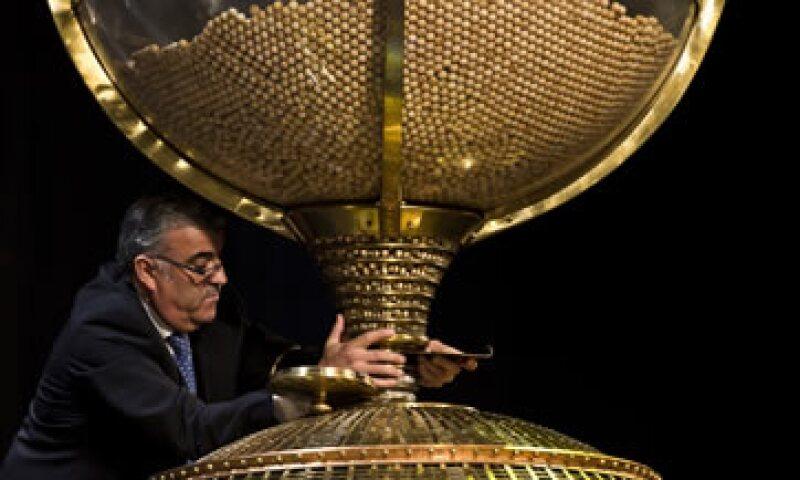 La lotería más rica de España se realiza el 22 de diciembre y el año pasado distribuyó 3,300 mdd. (Foto: AP)