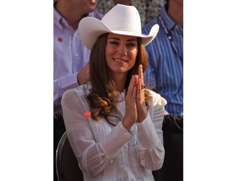 La Asociación de Sombrereros de Estados Unidos ha dado a la Duquesa de Cambridge tal distinción por impulsar el uso del sombrero como un accesorio de moda.