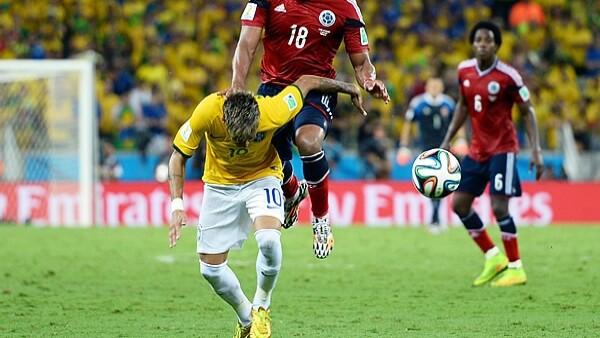 El jugador estrella de la escuadra brasileña tendrá que reposar 6 semanas por una fractura en la tercera vértebra lumbar ocasionada por un golpe en el partido contra Colombia.