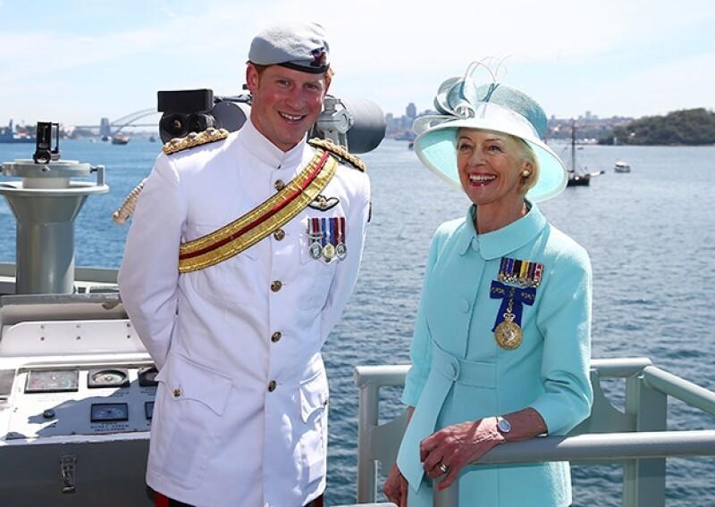 Miles de seguidores del príncipe de Cambridge se abarrotaron para saludarlo en su primer tour por la ciudad australiana, al que acudió en representación de la Reina Isabel.
