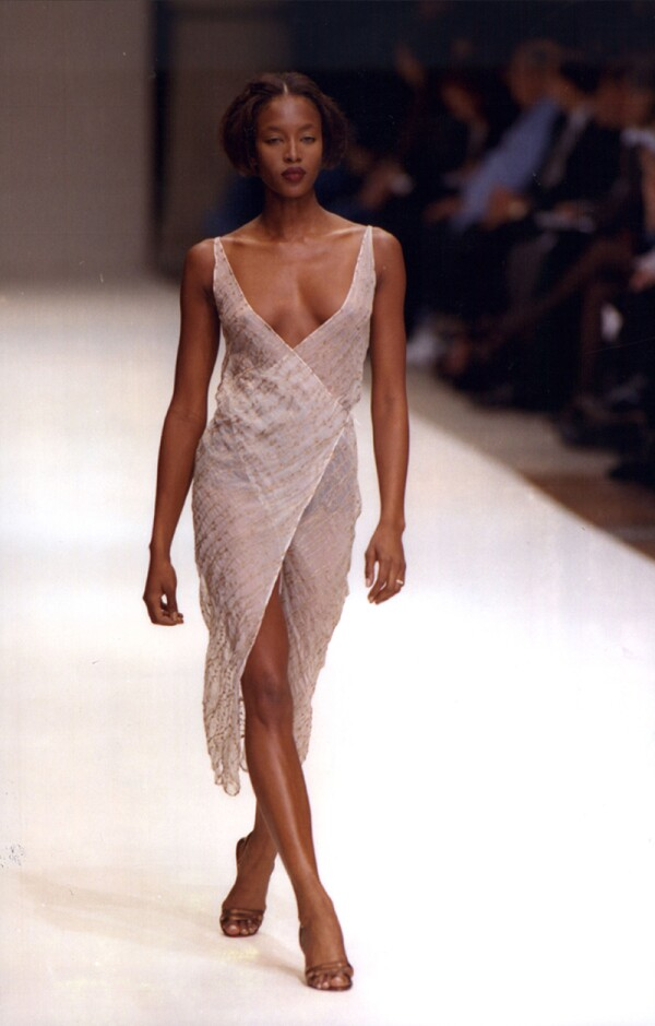 Fashion Women 1996 Fashion Model Naomi Campbell On The Catwalk Wearing Narciso Rodriguez