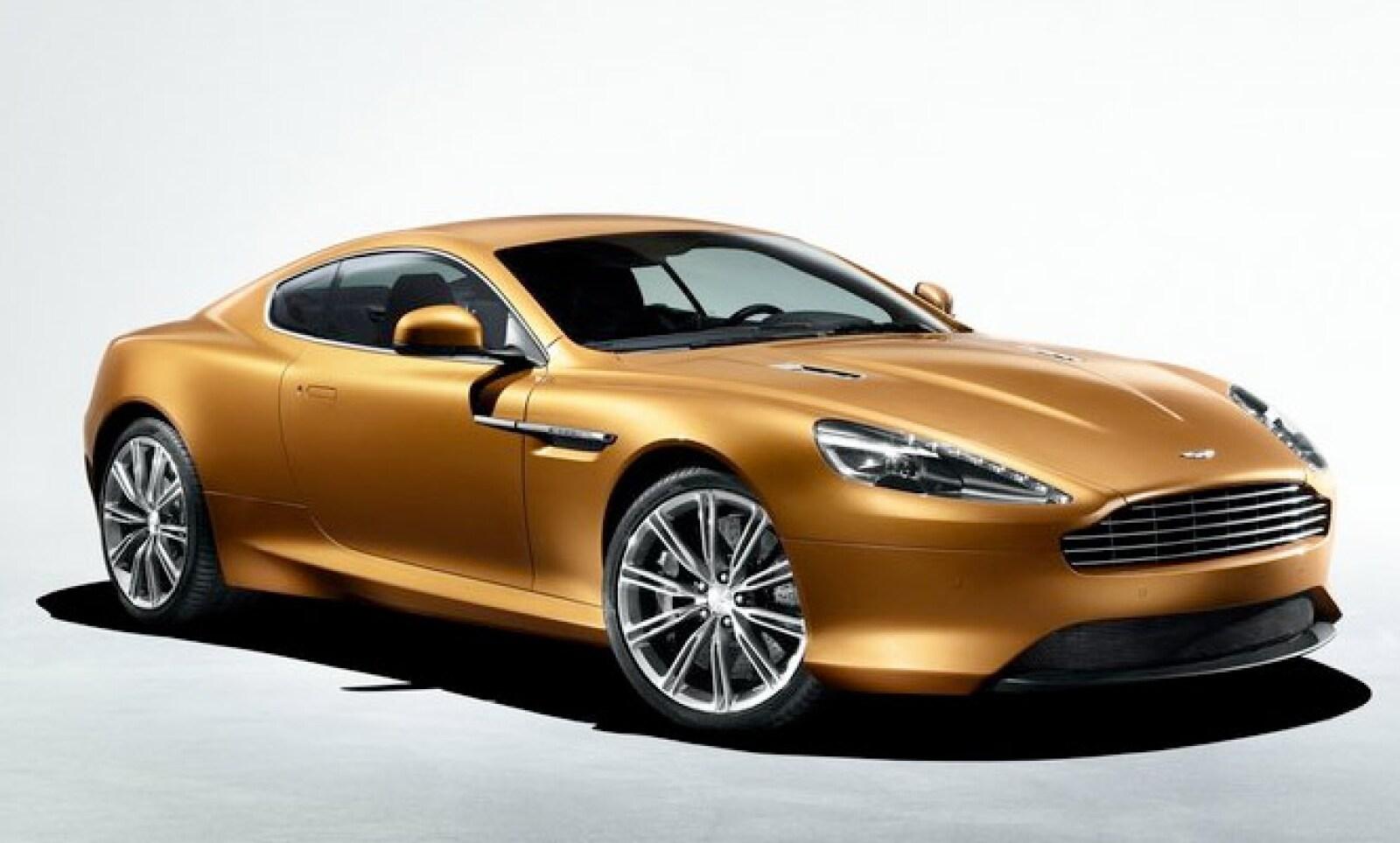 Tiene una velocidad máxima de 300 kilómetros por hora (km/h) de velocidad máxima y un despegue de 0 a 100 km/h en 4.6 segundos.