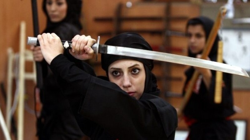 iran mujeres ninjas entrenan