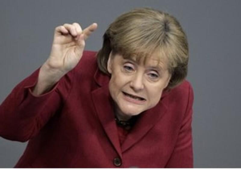 Merkel dijo que el euro experimenta el mayor desafío que haya enfrentado jamás. (Foto: AP)