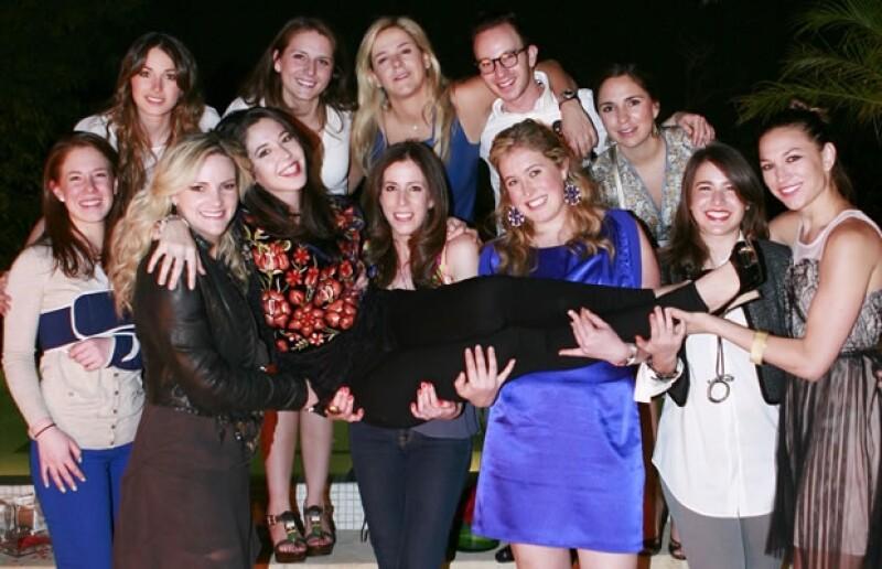 Los amigos de Giovanna en su despedida.