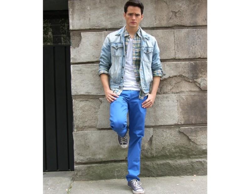 El actor Martín Barba apoya la industria de la moda mexicana, así que acostumbra comprar su ropa en las tiendas de diseñadores jóvenes de la colonia Roma.