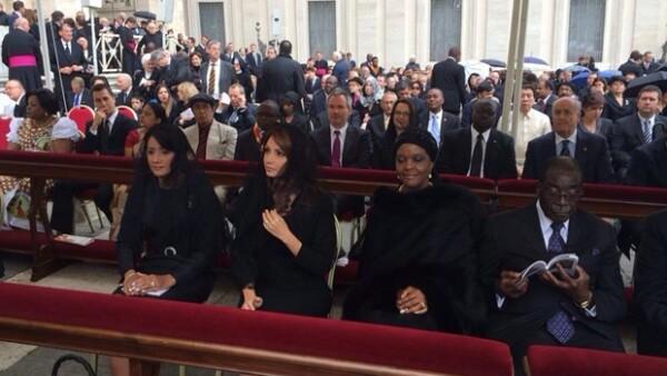En representación del presidente de la República, la primera dama acudió a la importante ceremonia en la que el papa se convirtió en Santo de la Iglesia Católica.