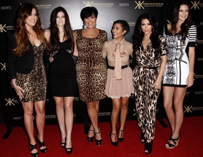 Las hemanas Kardashian serían sus damas de honor.
