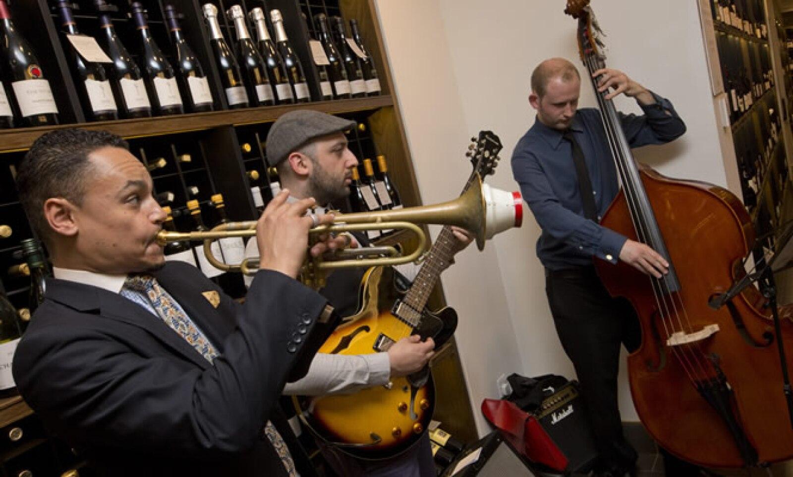 En Londres, la presentación para la prensa incluyó la presencia de una banda de Jazz.