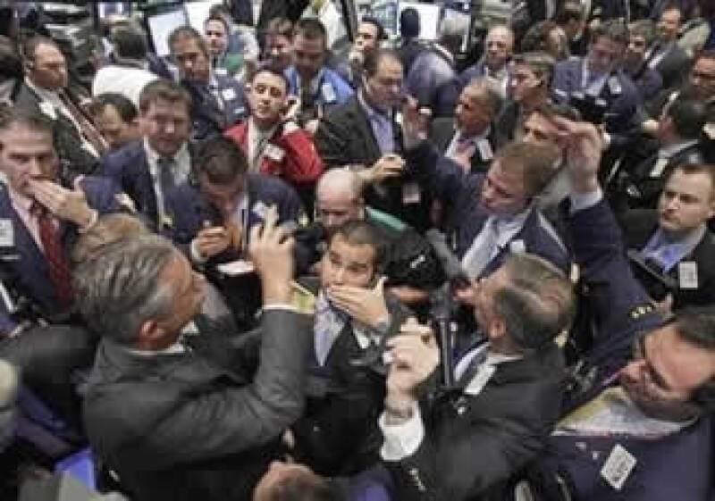 El Dow Jones finalizó al alza, en tanto que el S&P y el Nasdaq cayeron. (Foto: AP)
