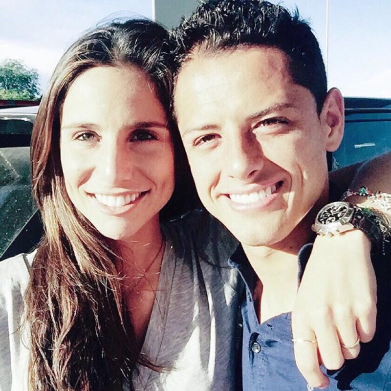Esta imagen dio a pie a que Lucía Villalón y Javier Hernández se pusieran románticos en Instagram.