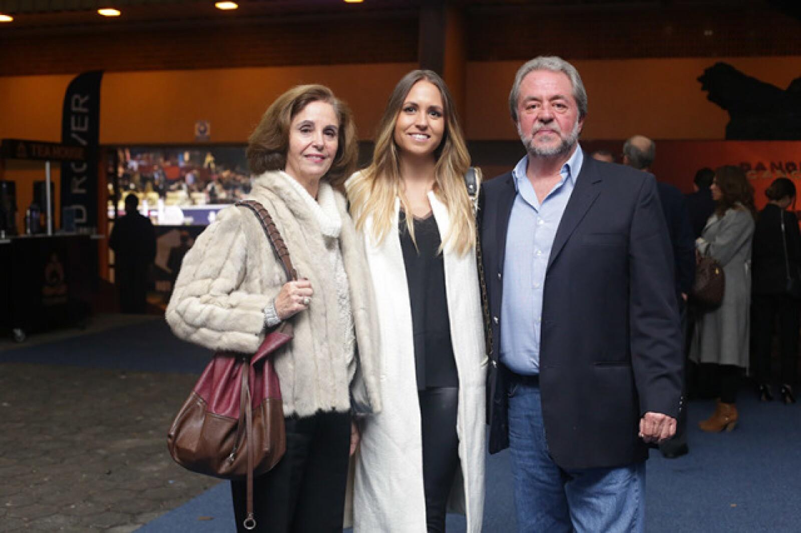 Patricia,Mónica y Antonio Cervantes