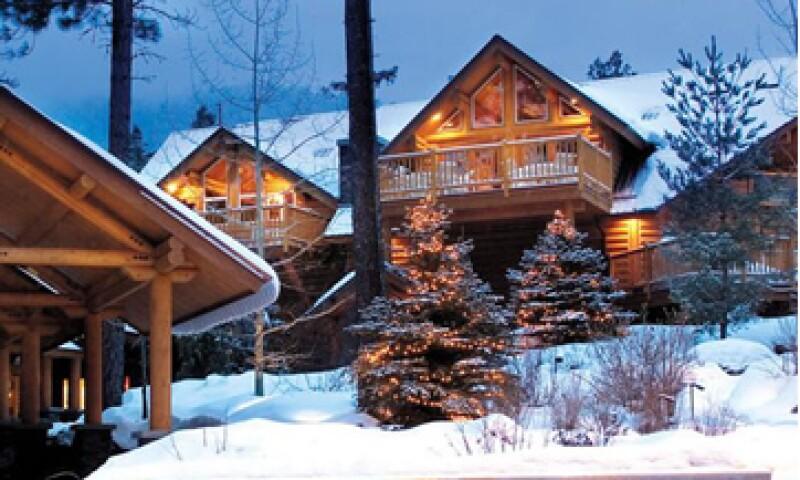 El Triple Creek Ranch, en Derby, Montana, fue elegido por segundo año consecutivo como el mejor hotel de Estados Unidos. Sus cabañas de madera tienen chimenea de leños y tina de hidromasaje. (Foto: Cortesía www.triplecreekranch.com)