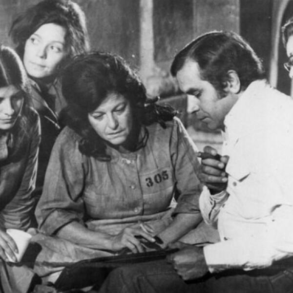 Durante la filmación de Prisión de Mujeres con el director René Cardona.