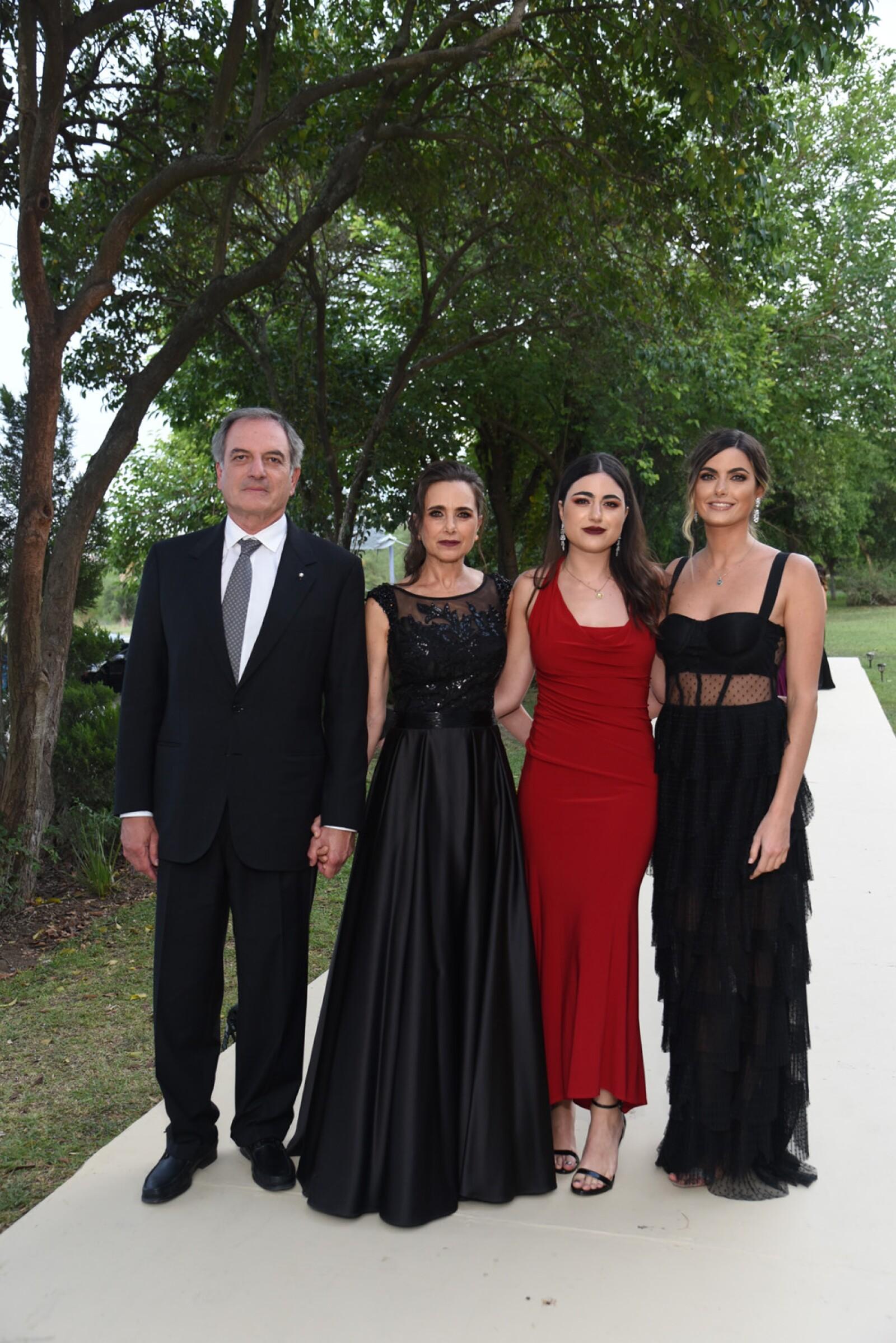 Ricardo Marcos,  Maria esthela Bracho de Marcos Romina Marcos y  Mariam Marcos.jpg
