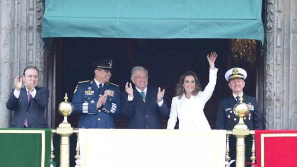 Beatriz Gutiérrez Müller en el desfile del 16 de septiembre.