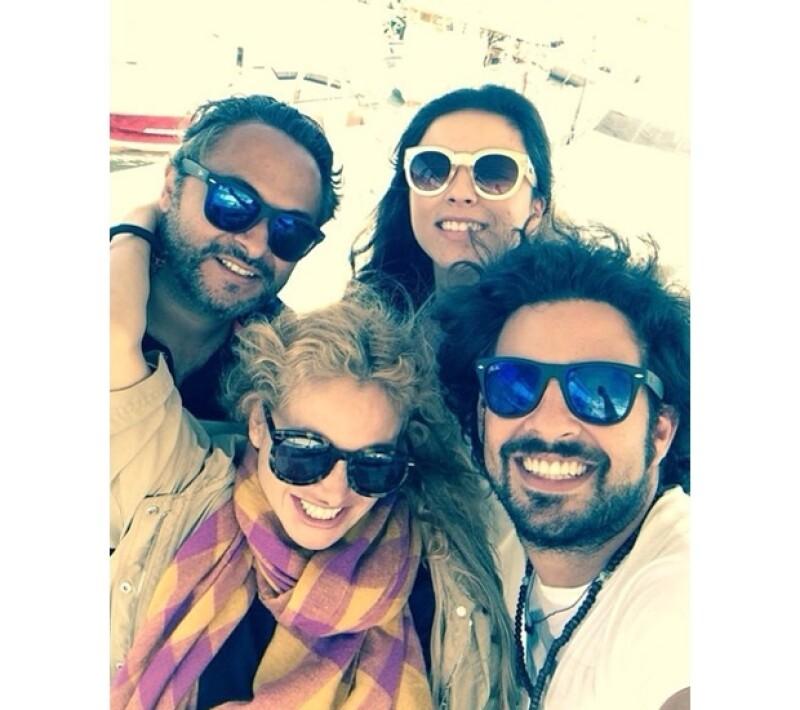 Paulina dio cuenta en su Instagram que tanto su novio como su hermano Enrique son su compañía en su relajado viaje por las islas griegas.