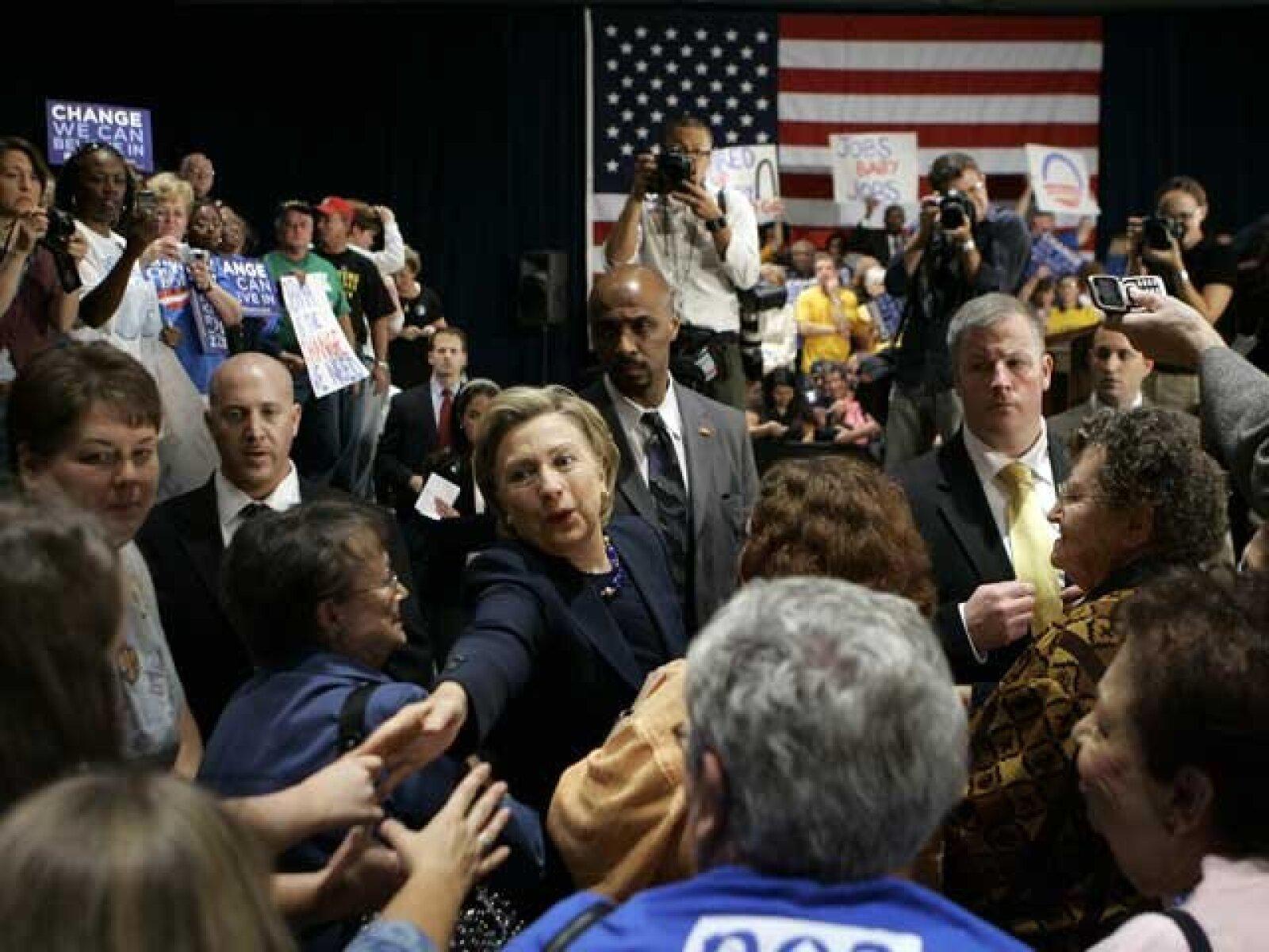 La senadora Hillary Clinton también estuvo muy activa en St. Charles, Missouri, haciendo campaña por su compañero de partido, el demócrata Barack Obama.