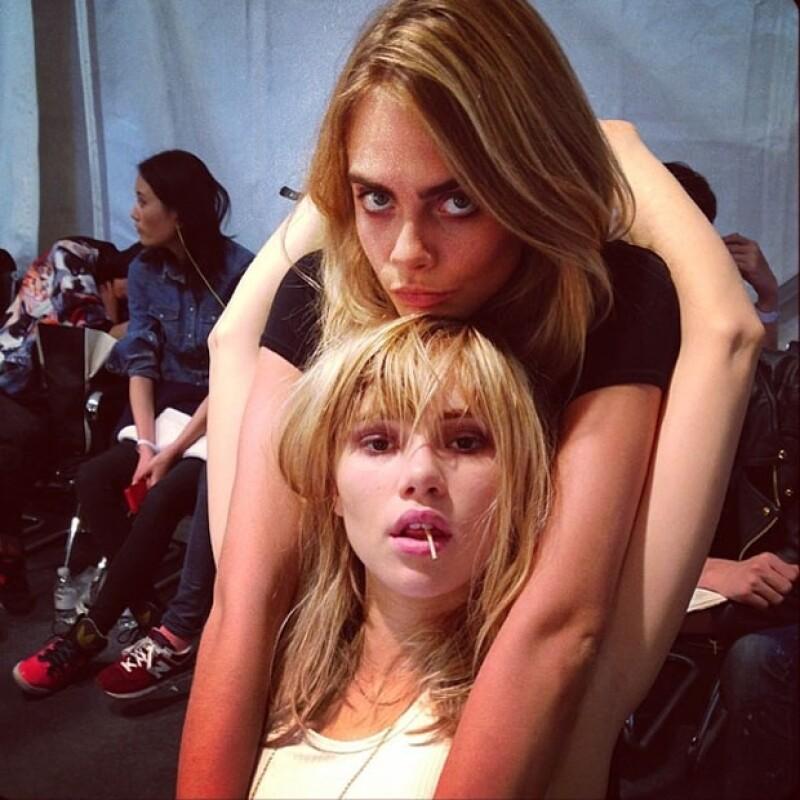 Después de Michelle Rodríguez, la modelo británica ha sido captada demostrando su afecto con las modelos Suki Waterhouse, Aymeline Valade y ahora con Karlie Kloss.