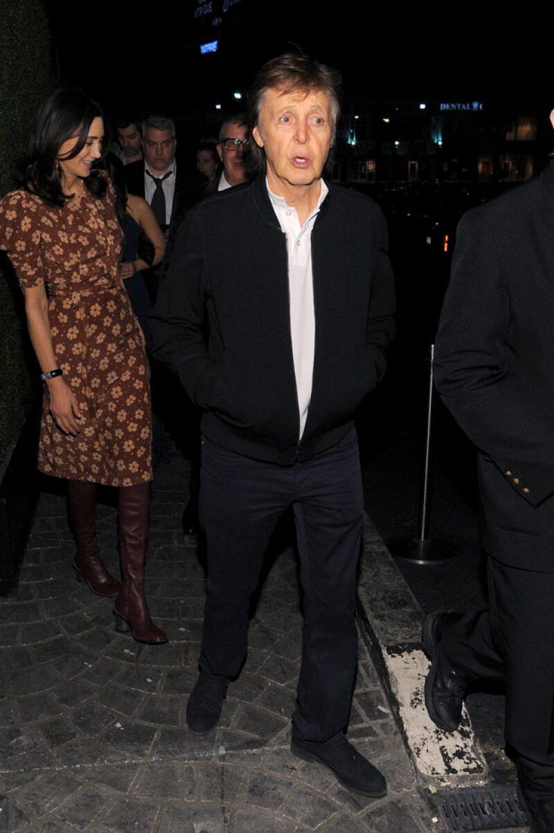 Al final Paul se fue con su esposa, Beck y Taylor Hawkins a otra fiesta.