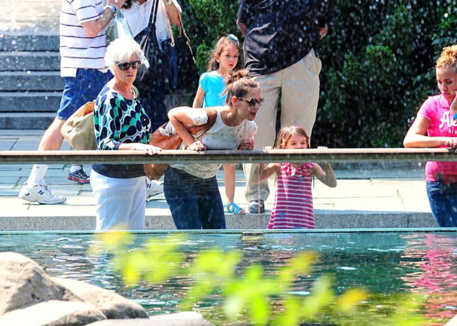 Hace unas semanas Katie, su mamá y Suri acudieron al zoo de Nueva York.