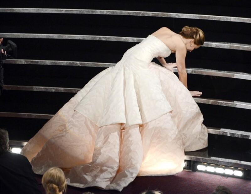 """Al parecer los nervios traicionaron a la ganadora de Mejor Actriz. Una vez más la joven tuvo un """"accidente""""."""