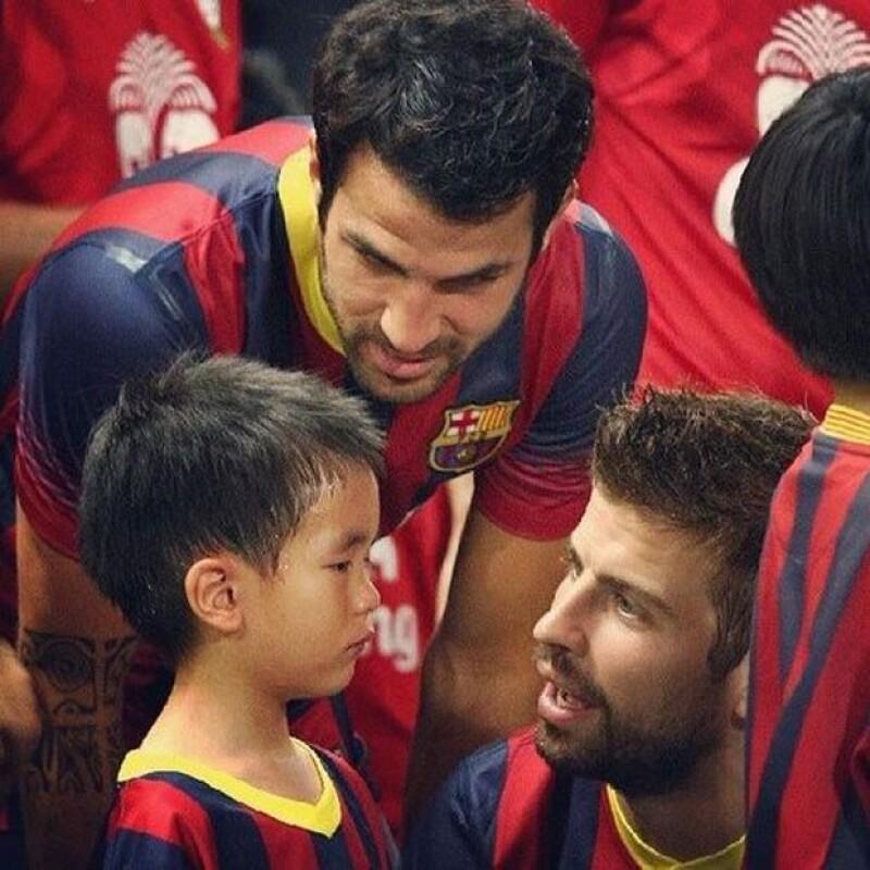 Esta es la imagen que prueba la atención que el futbolista le dio al pequeño.