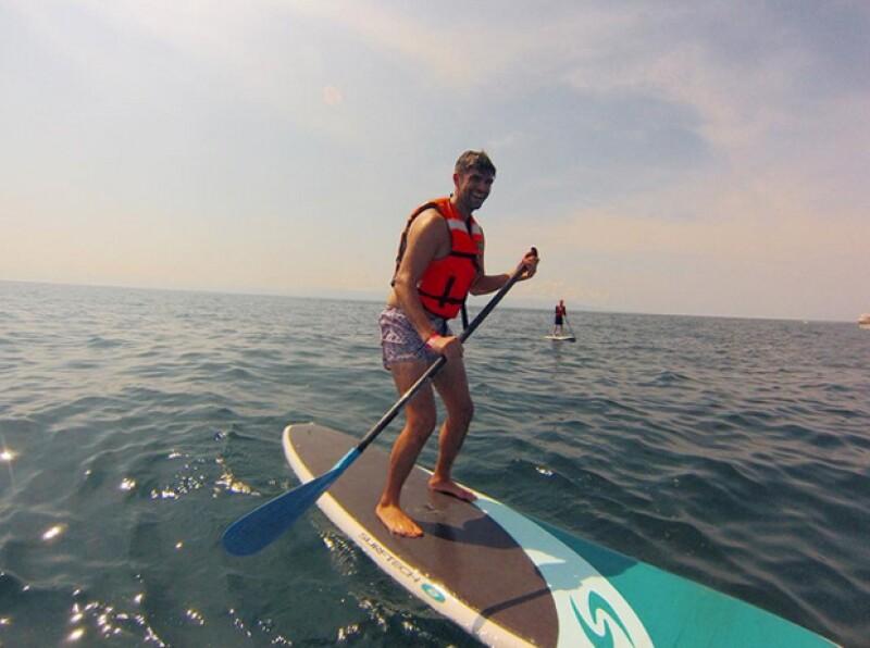 En una imagen compartida por Justin Mikita, podemos ver cómo disfrutó de hacer stand up paddel en las islas Marietas.