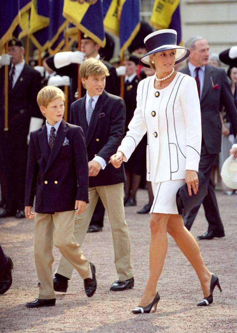 Desde muy pequeños, William y Harry se quedaron sin su mamá, quien murió en un trágico accidente en París.