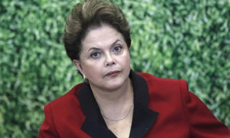 S&P alabó el endurecimiento de la política fiscal del Gobierno de Rousseff para combatir la inflación. (Foto: Reuters)