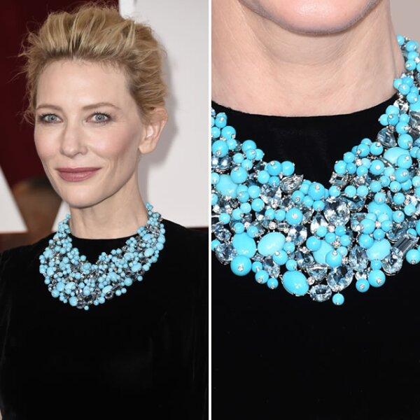 Cate Blanchett usó un collar floral, de varias filas y en color turquesa de Tiffany & Co.