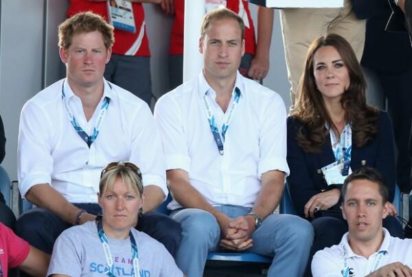 Kate ha sido quien en constantes ocasiones ayude a Harry ante sus problemas con el alcohol, las drogas y los escándalos.